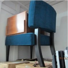 4x3. Boxes that are Full, Computer & keyboards, End Table, as well as a Very Nice Blue Chair. #StorageAuction in Vancouver (D130). Lien Sale.