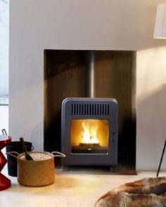 MCZ Cute air air pellet stove - Black metal cladding as standard Davidson Homes, Wood Pellet Stoves, Metal Cladding, Wood Pellets, Wood Detail, Wood Burner, Home Deco, Home Projects, Houses