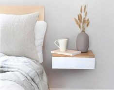 Home of the Floating Bedside Table de Urbansize en Etsy Floating Drawer, Floating Table, Floating Nightstand, Floating Shelves, Bedside Tables, Under Bed Drawers, Bedside Drawers, Small Bedroom Designs, Small Bedrooms