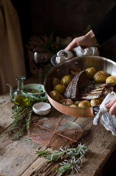 Carré de Cordero Asado con Patatitas | Roasted rack of lamb with baby potatoes http://saboresymomentos.es
