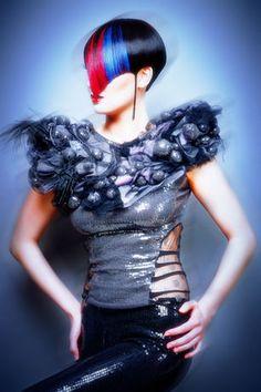 präsentiert von www.my-hair-and-me.de #women #hair #haare #short #kurz #kurzhaarfrisur #black #schwarz #rot #blau #blue #red #abstrakt