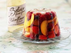 Elder-Scented Fruit Jelly recipe by Belvoir. Grown Ups Jelly Recipe! Serves Find more great Desserts, Jelly recipes at Kitchen Goddess. Jello Recipes, Wine Recipes, Dessert Recipes, Cooking Recipes, Gelatin Recipes, Syrup Recipes, Veggie Recipes, Fruit Jelly Recipe, Jello With Fruit