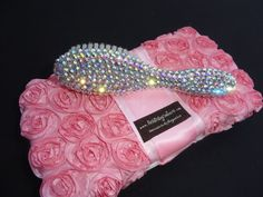 Em at the Baby Shower? Got a preggers-BESTIE who is SUPER hard to shop for? Want a gift that she can use now and bec. Bling Baby Shower, Baby Bling, Baby Shower Gifts, Bling Bling, Juicy Couture Baby, Baby Couture, Baby Wipe Case, Wipes Case, Baby Girl Accessories