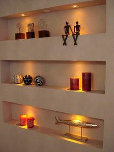 faux plafond blanc et l gant avec spots led encastr s dans la chambre coucher eclairage. Black Bedroom Furniture Sets. Home Design Ideas