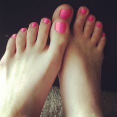 Perfect_teen_feet. : Photo