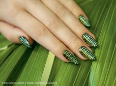 """Step by Step – stamping """"snake nails"""""""