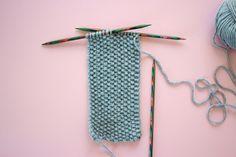 Kostenlose Strickanleitung: Stirnband mit Twist Free knitting instructions: headband with twist Knitting Blogs, Knitting For Beginners, Free Knitting, Baby Knitting, Knitting Patterns, Crochet Patterns, Knitting Projects, Knit Headband Pattern, Knitted Headband