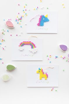DIY: Unicorn invitation with swirl beads - Daily Good Pin Unicorn Invitations, Diy Invitations, Diy For Kids, Crafts For Kids, Diy Xmas Gifts, Beading For Kids, Peler Beads, Iron Beads, Unicorn Birthday Parties