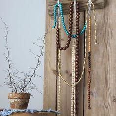 #driftwoodhanger #draadhaakjes #kapstokje #recycledwood #foundatthebeach #crochetclothe #handmade #bohemian #ibizastyle #kralen #beads #wirehook #driftwood #crochetflowers #flower #gehaaktkleedje #haken #crafting #crochet #diy #beachwood #vanhetstrand #stijgerhout #homedecoration #homedecor #madebyhand #recycle