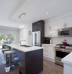 1 veces he visto estas agraciadas cocinas modernas. Kitchen Interior, Kitchen Design, Open Plan Kitchen Dining Living, Stucco Homes, Interior Design Elements, Small Modern Home, Narrow House, Kitchen Images, House Layouts