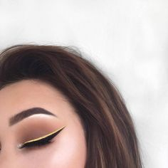"42.8k Likes, 92 Comments - Morphe Brushes (@morphebrushes) on Instagram: ""Black & Yellow  @ohmygeeee went for a two-toned wing and shadows from the 35OM palette. Tag…"""
