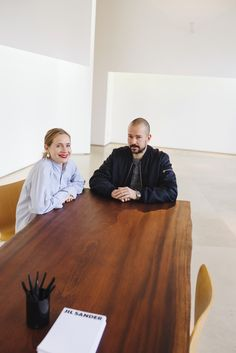 Jil Sander's Luke and Lucie Meier shed light on minimalism, the brand's personality, and love at first sight. Minimal Fashion, Love Fashion, Mars In Cancer, Students Day, Stylish Couple, Documentary Photography, Unisex Fashion, Jil Sander, Bag Accessories