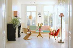 As Clorofitos são indicadas não apenas como plantas para interiores, como também são conhecidas como a melhor opção para quem vai combinar animais de estimação e plantas para apartamento em um lar só.