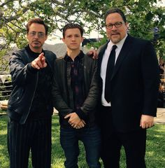 Tony Stark, Peter Parker, and Happy Hogan. Look at Happy! He's happy for once! And Tony is being Tony and Peter's working his magic! Marvel Actors, Marvel Heroes, Marvel Characters, Avengers Cast, Marvel Avengers, Spiderman Marvel, Marvel Universe, Robert Downey Jr., Avengers Quotes