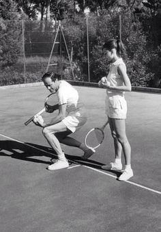 Audrey Hepburn & husband Mel Ferrer - Playing Tennis on their Home Court in Beverly Hills 1955 Audrey Hepburn Outfit, Audrey Hepburn Husband, Audrey Hepburn Photos, Hollywood Stars, Classic Hollywood, Old Hollywood, Le Tennis, Vintage Tennis, British Actresses