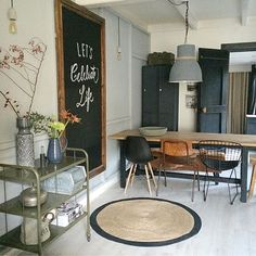 Love the table and the left chair. Love the jute rug and the black on wood pictu… - Esszimmer ideen Decoration Inspiration, Interior Inspiration, Style At Home, Interior Decorating, Interior Design, Industrial House, Living Room Inspiration, Home Fashion, Home And Living