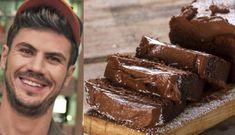 Ο Άκης μας φτιάχνει ένα ανεπανάληπτα λαχταριστό και εξαιρετικά εύκολο κέικ με Nutella για το οποίο θα χρειαστείτε μόνο 3 απλά υλικά! Για το κέικ θα χρειαστείτε 400 γρ. Nutella, σε θερμοκρασία δωματίου 400 γρ. τυρί μασκαρπόνε, σε θερμοκρασία δωματίου 250 γρ. αλεύρι που φουσκώνει μόνο του Για την επικάλυψη θα χρειαστείτε 200 γρ. παγωμένο […] Nutella, Deserts, Dessert Recipes, Cooking Recipes, Chocolate, Sweet, Food, Brownies, Friends