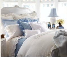 Blue & White Bedroom -- Love this!