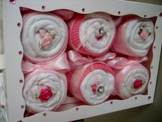 Handmade Natural Cute Cup Cakes Made With by AvaGraceDesignsUK Baby Shower Nappy Cake, Regalo Baby Shower, Baby Shower Niño, Baby Shower Parties, Baby Cupcake Gift, Gift Cake, Diy Baby Gifts, Baby Crafts, Baby Shower Presents