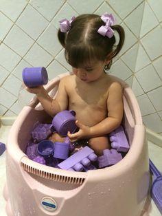 Banho colorido para aprendermos as cores