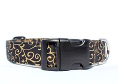 This is a handcrafted dog collar made of cotton fabric with a craft-weight interfacing inside for added strength and durability. My collars are triple-stitched and box-stitched at all pressure points for added strength and safety. I use high-quality side-release contoured buckles to comfortably fit your dogs neck and metal D-rings for quick attachment of your leash or tags. All collars are adjustable for a perfect fit. Matching leashes may be available. If you are interested in a matching…