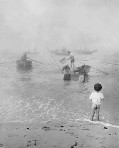 Fishermen, Portugal, by Artur Pastor Antique & Classic Photographic Images (firsttimeuser) Fishing Photography, Vintage Photography, Street Photography, Art Photography, Old Photos, Vintage Photos, Pike Fishing, Fishing Boats, Travel Memories