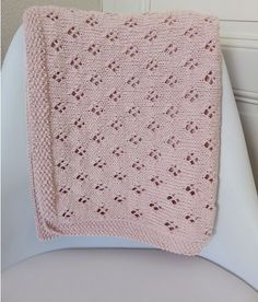 Baby blanket II - Holiday Gift Guide for Babies - Meadoria Knitted Afghans, Knitted Baby Blankets, Afghan Crochet Patterns, Baby Blanket Crochet, Crochet Baby, Knitting Patterns, Tricot Baby, Handmade Baby Gifts, Knitting Projects