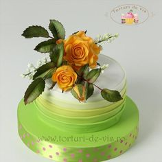 Cake with yellow roses and lily