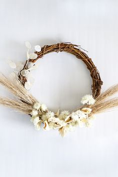 Create a simple DIY dried flower wreath for your earth toned home decor with affordable dried florals from Afloral.com. #wreaths #summerwreaths #driedflowerwreath Gypsophila Flower, Hydrangea Flower, Dried Flower Wreaths, Dried Flowers, Star Flower, Flower Crown, Diy Wreath, Grapevine Wreath, Foxtail Fern