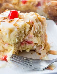 A fruity, coconuty, flavorful treat this Pina Colada Bread Pudding is perfect for breakfast, brunch or dessert! Best Bread Pudding Recipe, Pudding Recipes, Cake Recipes, Custard Recipes, Easy Desserts, Delicious Desserts, Yummy Food, Cobbler, Biscuits