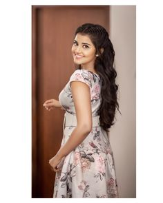 Anupama Parameswaran Dp Images for Whatsapp - anupama whatsapp dp Beautiful Girl Indian, Beautiful Girl Image, Most Beautiful Indian Actress, Beautiful Ladies, Beautiful Bollywood Actress, Beautiful Actresses, Beauty Full Girl, Beauty Women, Sonam Kapoor