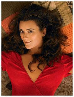 Actress Cote de Pablo is photographed for OK Magazine in 2006 in Los Angeles, Calfornia. PUBLISHED Get premium, high resolution news photos at Getty Images Ziva David, Beautiful Celebrities, Beautiful Actresses, Most Beautiful Women, Beautiful People, Sascha Alexander, Celebrity Weddings, Celebrity News, Woman Crush