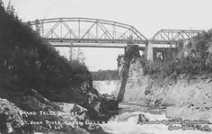 The second bridge on the St. John River above the gorges of Grand Falls was built by the Dominion Bridge Company. This trestle bridge was opened on August 13, 1914 and the suspension bridge was not demolished until 1929. The steel bridge dating from 1914 was in use until 1977, the year a large concrete bridge was built and named Turcotte Bridge in honour of the famous jockey Ron Turcotte born in Drummond.