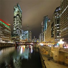 Such a beautiful day we got today, an' I don want this to end; but glad it did, coz now I am a free man as I was born … I mean till January 3rd ;) so, feel free to enjoy the vastness of the Chicago town with me ;) #Celebration #Downtown #ChicagoRiver #Chicago #ChicagoLoop #HappyHolidays #Evening #CityLights #Reflections #SweetDecember #FranklinStreetBridge