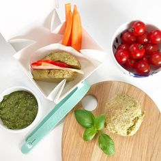 Uhmm is de ideale lunch box die je uitvouwt tot een bord. Cantaloupe, Lunch Box, Fruit, Food, Meals