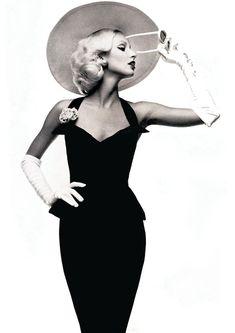 Donna by Oliviero Toscani for Vogue Paris, 1972