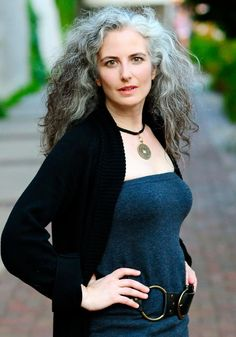 Femme 50 ans Naturally White Silver Grey Hair : (n. Long Gray Hair, Brown Ombre Hair, Silver Grey Hair, African Hairstyles, Trendy Hairstyles, Japanese Hairstyles, Scene Hairstyles, Hairstyles Videos, Layered Hairstyles