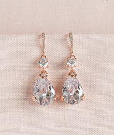 Ich habe diese wunderschöne Kristall-Ohrringe mit Kristallen in einzigartigen floral Zinke Einstellungen erstellt. Klassiker, Styling und so elegant! Bitte beachten Sie: Größe des Kristalltropfen. Gleiche Art Ohrringe/Halskette, aber kleinere Größe finden Sie unter diesem Link: