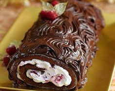 The French finish their Christmas meal with a decadent 'buche de Noel' or Yule log, made from chocolate. Rich but not too sweet, the raspberries in the centre add a fruity tang. Greek Desserts, Köstliche Desserts, Delicious Desserts, Dessert Recipes, Christmas Chocolate, Christmas Sweets, Christmas Cooking, Chocolate Log Recipe, Delicious Chocolate