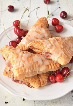 Very easy cherry turnovers{with puff pastry} makes them so amazing,with vanilla glaze! You wont believe these cherry turnovers are store bought or homemade Pillsbury Puff Pastry, Pepperidge Farm Puff Pastry, Frozen Puff Pastry, Puff Pastry Recipes, Pastries Recipes, Dessert Recipes, Homemade Cherry Pies, Homemade Pie, Cherry Turnovers