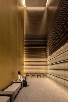 TONERICO:INC has reconstructed tokyo's bridgestone museum into artizon museum, a new art space that balances between openness and intimacy. Lobby Interior, Interior Lighting, Design Museum, Ceiling Design, Wall Design, House Design, Exterior Design, Interior And Exterior, Wall Cladding Designs