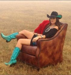 Love the boots Turquoise Cowgirl Boots Sexy Cowgirl, Cowgirl Chic, Western Chic, Cowboy And Cowgirl, Cowgirl Style, Cowgirl Boots, Western Wear, Western Boots, Country Wear