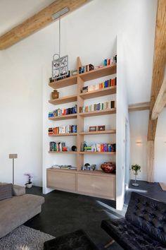 Cute, open and modern bookshelves. By Kwint architecten