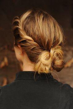 love this hair! Love her hair ~ hair / love the look Elegant Hairstyles, Twist Hairstyles, Pretty Hairstyles, Wedding Hairstyles, Wedding Updo, Summer Hairstyles, Wedding Beauty, Hairstyles For Greasy Hair, Rainy Day Hairstyles