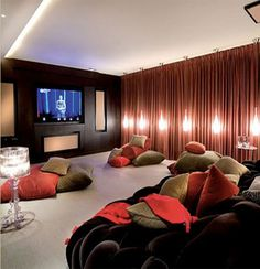 what a comfy looking home theatre room, love it!