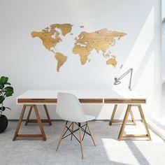 Wereldkaart van eikenhout 200 bij 100 cm ter wanddecoratie. Wooden worldmap oaks