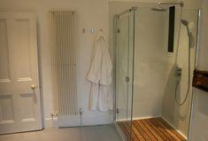 オーバーヘッドシャワー付きのシャワーブース | 住宅デザイン