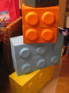 Make giant legos with plastic bowls, large box spray paint. Just another block idea, especially if we can get the lego land presenter to come. Lego Themed Party, Lego Birthday Party, Boy Birthday, Birthday Parties, Birthday Ideas, Ninjago Party, Lego Ninjago, Maker Fun Factory Vbs, Lego Decorations