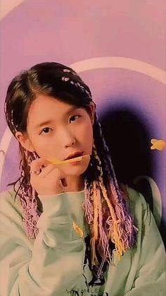 Iu Short Hair, Iu Hair, Korean Drama Stars, Korean Drama Best, Black Pink Songs, Black Pink Kpop, K Pop Music, Good Music, Anime Angel Girl