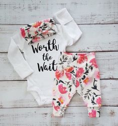 Outfit baby girl newborn: worth the wait  https://www.etsy.com/nl/listing/504286290/bloemen-meisje-gaan-thuis-outfit-baby